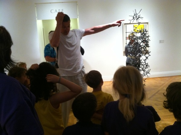 Antony Gormley talks with the kids about the brain of his sculpture Aperture XIII.