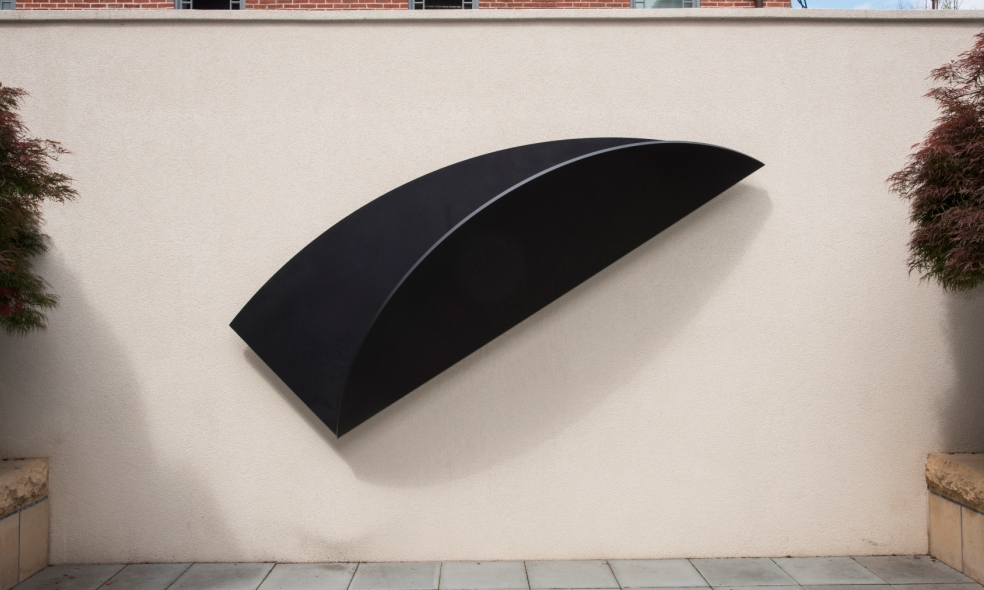Ellsworth Kelly, Untitled, 2005. Bronze. 17 in x 63 3/16 in x 1 in; 297.22572 cm x 160.46704 cm x 2.54 cm. Commissioned in honor of Alice and Pamela Creighton, beloved daughters of Margaret Stuart Hunter, 2006. Photo: Lee Stalsworth