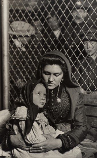 Lewis Hine, Italian Mother and Child, Ellis Island, 1905